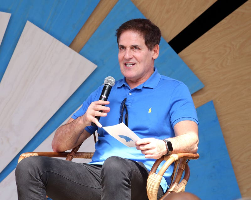 Illustration for article titled Dallas Mavericks Owner Mark Cuban Might Run for President Since He Doesn't Think Anyone Can Beat Trump in 2020