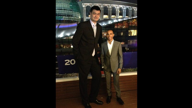 Illustration for article titled See The Absurd Difference Between An NBA Center And An F1 Driver In One Photo