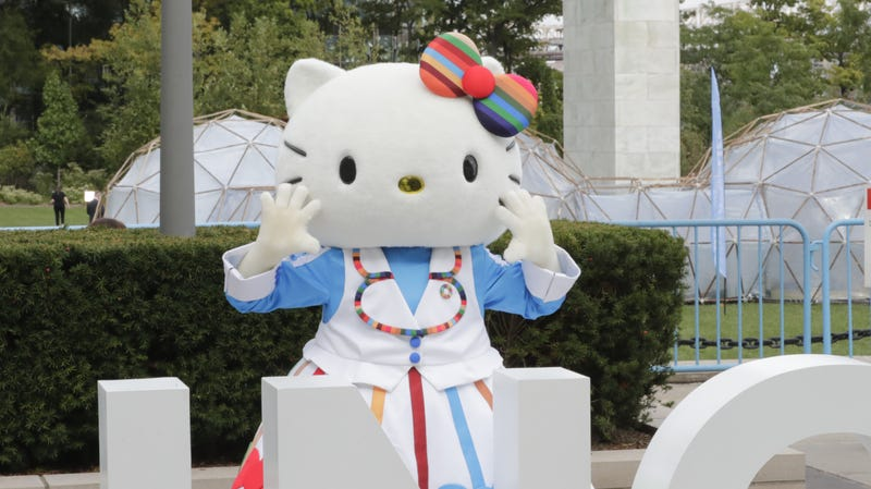 """Illustration for article titled Watch Hello Kitty defend the Japanese men who adore her: """"It's not wrong!!!"""""""