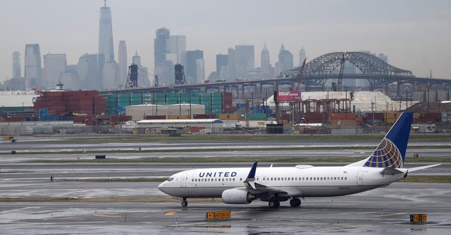 United Airlines Updates Policy So That Staff Will No Longer Take the Seats of Boarded Customers