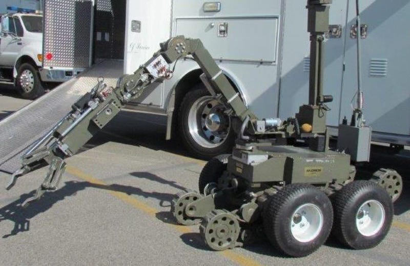 The robot used by the LA Sheriff's Department to snatch a gun from a suspect last week (LA Sheriff's Department)