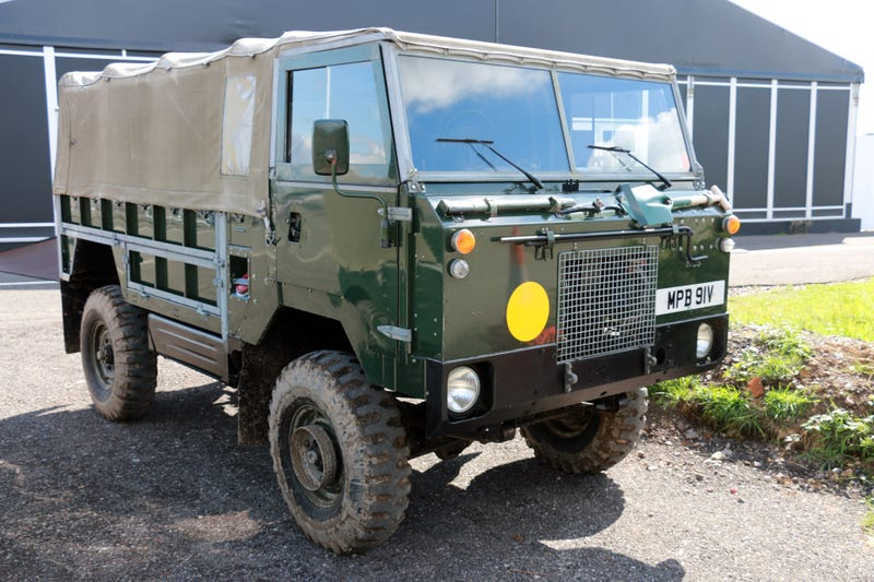 Illustration for article titled What It's Like Driving This Military-Only Forward Control Land Rover 101