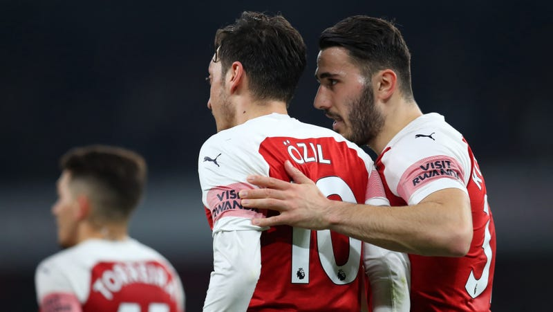 Illustration for article titled Mesut Özil And Sead Kolašinac Attacked By Knife-Wielding Thieves While Driving In London