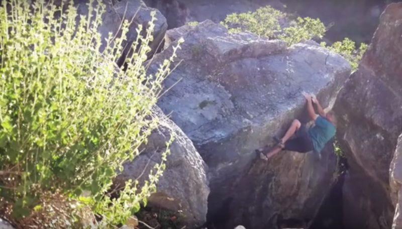 Illustration for article titled El accidente más terrorífico que puede sucederte durante una escalada: que se rompa la roca a la que estás sujeto