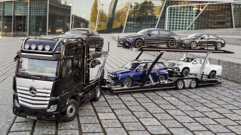 Illustration for article titled Everything About This Mercedes 1:18 Scale Tractor and Semitrailer Is Adorable