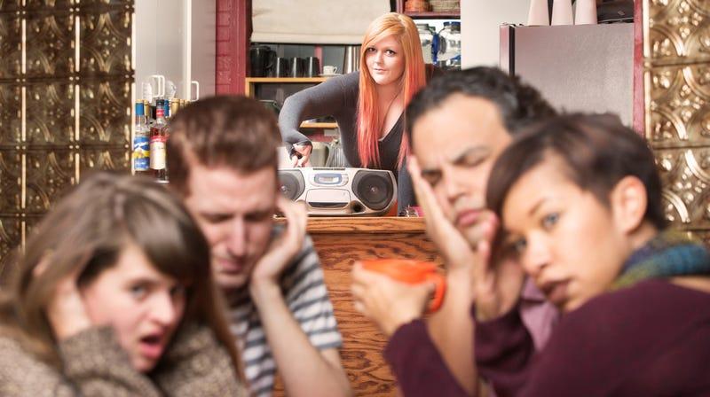 Illustration for article titled Could a simple decibel meter solve restaurants' noise problems?