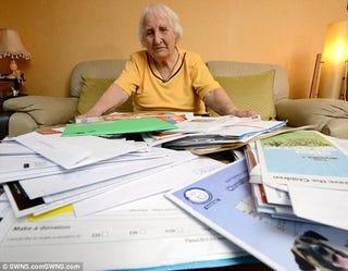 Illustration for article titled Halálba kergették a kunyerálók a 92 éves jótékony nőt