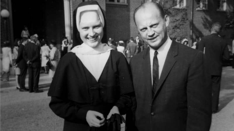 Sister Cathy Cesnik and her father (Photo: Netflix)