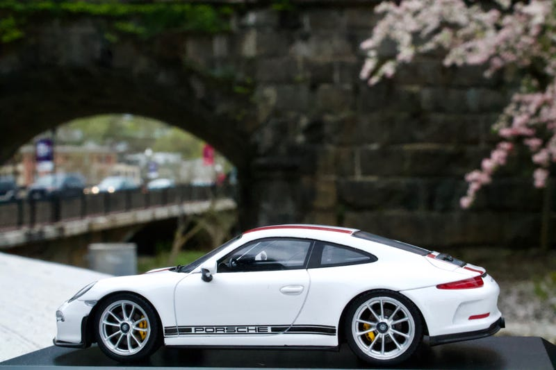 Illustration for article titled Friday Flat Sixes - Spark 911R