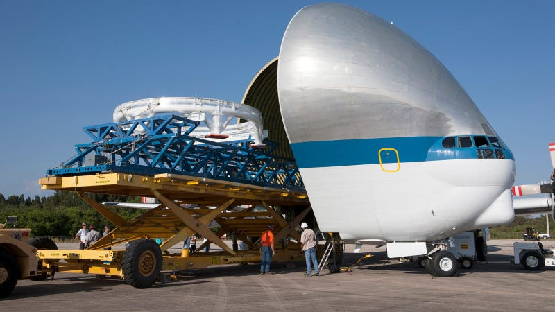 Illustration for article titled NASA's Super Guppy Eats Spacecraft Parts for Breakfast