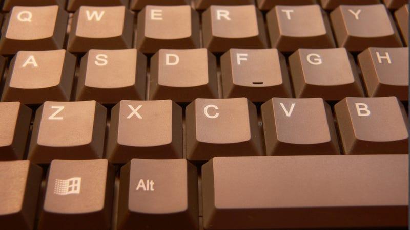 Illustration for article titled Guy Returns Stolen Spacebars to Internet Cafe
