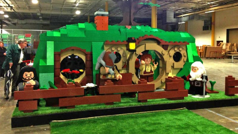Illustration for article titled This Insane Life-Sized Lego Hobbit Bag End Is Made With Two Million Bricks