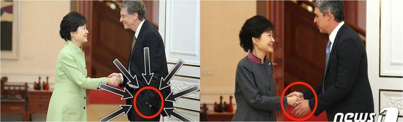 Illustration for article titled Larry Page le muestra a Bill Gates cómo dar la mano en Corea del Sur