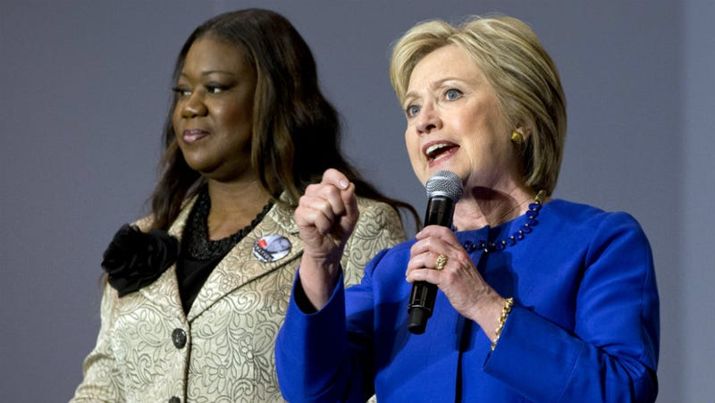 Illustration for article titled Moms of Trayvon Martin and Jordan Davis, Backing Clinton, Criticize Sanders for 'Ghetto' Comment