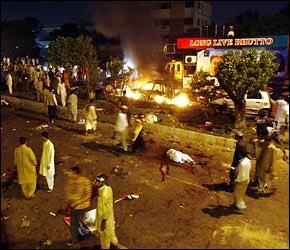 Illustration for article titled Hundreds Dead In Pakistan; Superbugs; Proactiv...