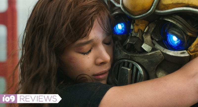 Hailee Steinfeld and Bumblebee are a dynamic duo in Bumblebee.