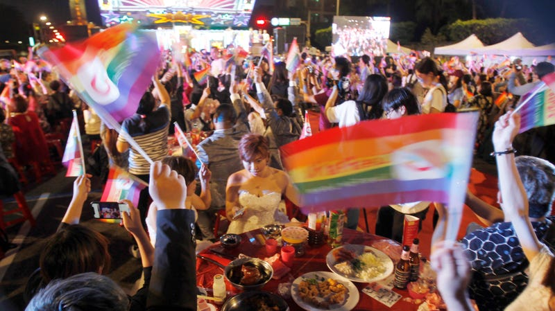 Taiwan, Asia's First Nation to Legalize Same-Sex Marriage, Celebrates With Massive Wedding Banquet