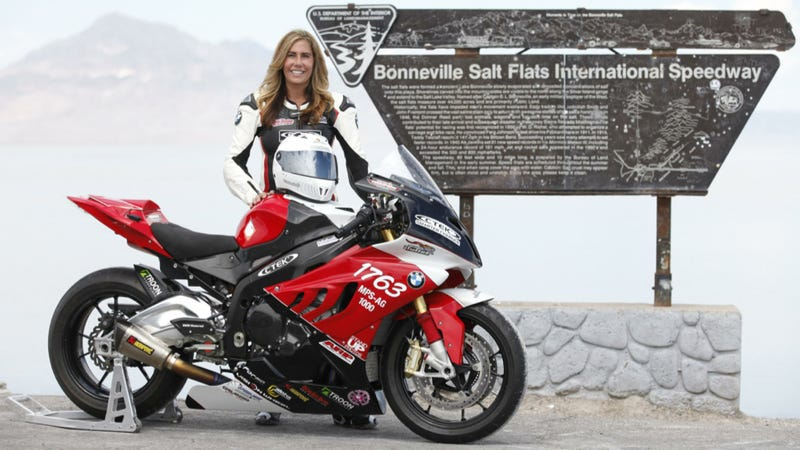 Thompson Just Earned A Spot In The Bonneville Salt Flats 200 Mph Club Setting New Land Sd Record Of 208 81 On Her Bmw S1000 Rr Superbike