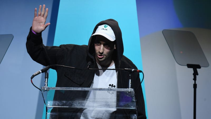 FuckJerry founder Elliot Tebele accepting a Shorty Award for the @fuckjerry account...wearing a JAJA tequila hat.