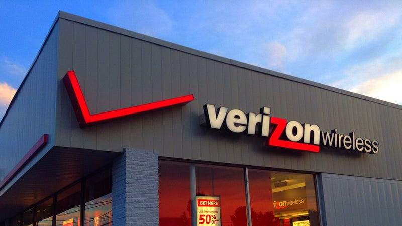 Illustration for article titled Verizon Will Cut Off Unlimited Data Users Who Average 200GB a Month