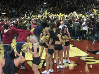 Illustration for article titled Seminoles Cheerleaders Narrowly Avoid Onslaught Of Actual Seminoles Fans