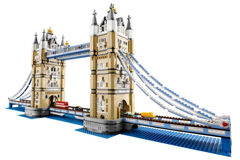 Illustration for article titled Official Lego London Tower Bridge Is 40 Inches Long
