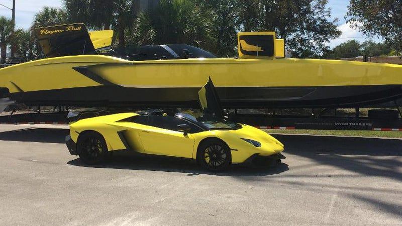this man built a 1 3 million lamborghini speedboat with 2 700 hp. Black Bedroom Furniture Sets. Home Design Ideas