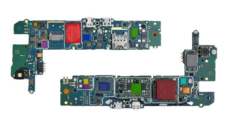 Illustration for article titled BlackBerry Z10 Teardown: A Samsung Galaxy SIII By Any Other Name?