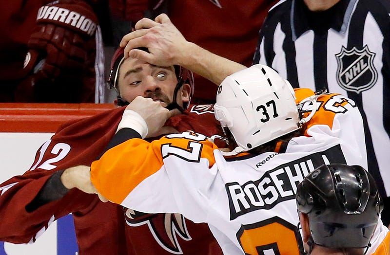 Illustration for article titled Paul Bissonnette's Face Is All Messed Up