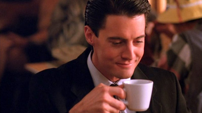 Illustration for article titled TWIN PEAKS IS COMING BACK!!!!!