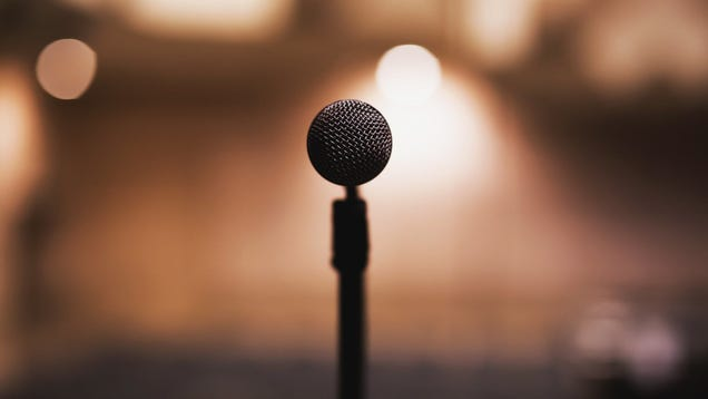 Make Public Speaking Easier With This Free Voice-Controlled Teleprompter