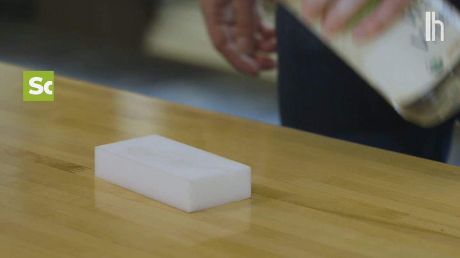 Get the Most Out of a Magic Eraser by Adding Vinegar