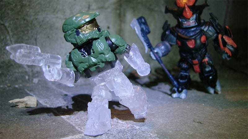 Illustration for article titled Get Your Series Five Halo Minimates Before They Disappear Completely
