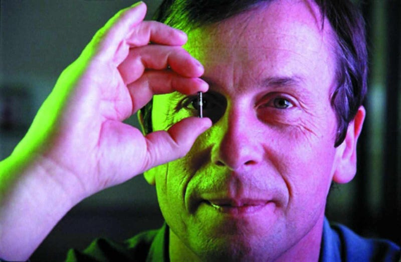 "Illustration for article titled Kevin Warwick: ""Pronto controlaremos la tecnología con el pensamiento"""