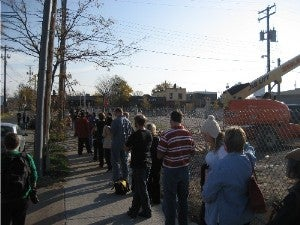 Illustration for article titled Election Day Images: Yes We Can...Wait Happily In Line To Vote (Part 3)