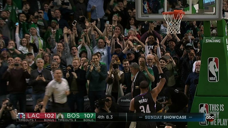Illustration for article titled Paul Pierce Gets Huge Ovation With Closing Three-Pointer In His Last Game In Boston