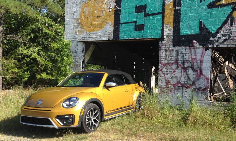 The 2016 Volkswagen Beetle Dune Convertible Is Just A In Costume But It S Fun Anyway