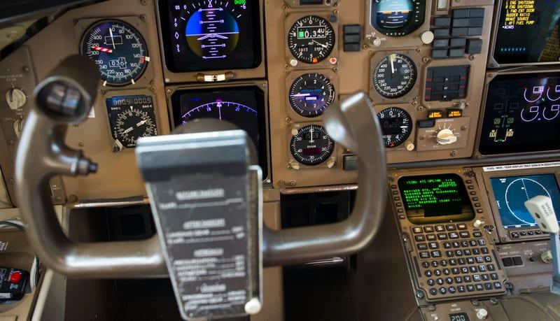 Controles de un Boeing 767-300F. AP