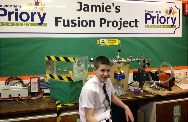 Illustration for article titled Un joven de 13 años construye su propio reactor de fusión
