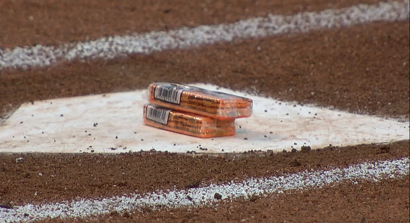 Illustration for article titled Yadier Molina Leaves Crackers For Brother Jose On Home Plate