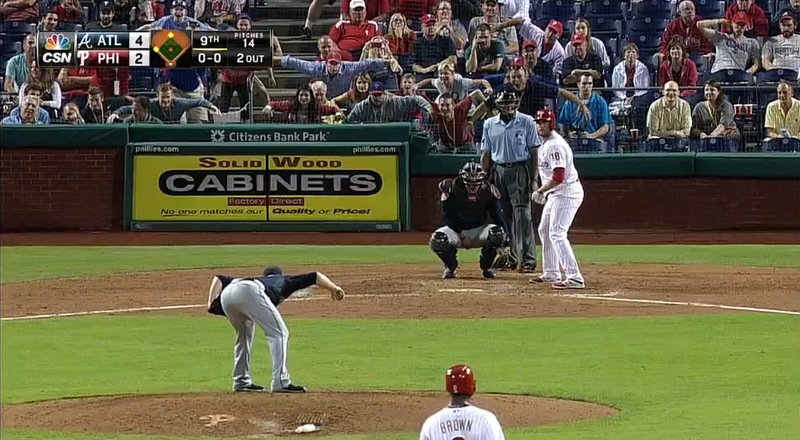 Illustration for article titled Phillies Fans Mimic Craig Kimbrel's Stance To Mess With Him