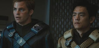 Illustration for article titled Chris Pine Isn't The Only Starfleet Officer Who Gets His Purty Face All Mangled