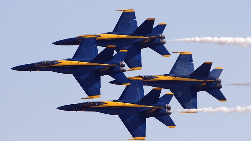 Illustration for article titled How the F/A-18 Hornet Becomes a Blue Angel