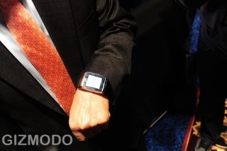 Illustration for article titled LG Touchscreen GD910 Watch Phone Finally Arrives For $1,270