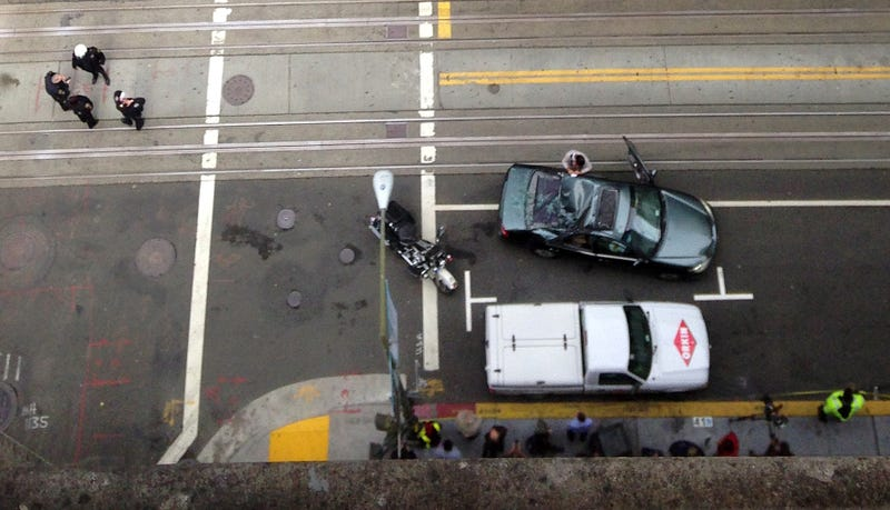 Illustration for article titled SF Window Washer Survives 11 Story Fall By Landing On Car