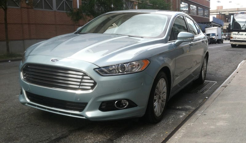 Illustration for article titled Ford Fusion Hybrid: Looks Like An Aston Martin And Isn't Boring To Drive