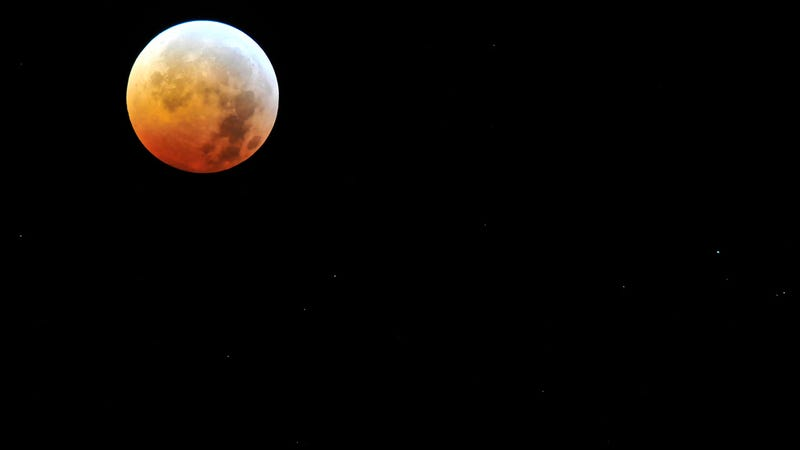 These Are the Apps You'll Need For Today's Lunar Eclipse