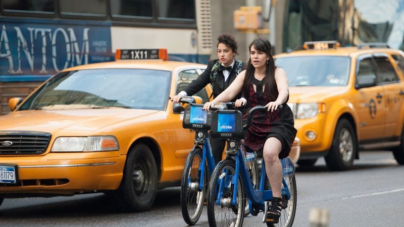 Illustration for article titled Web-series-turned-TV-show Broad City opens door for further adaptations with live tour