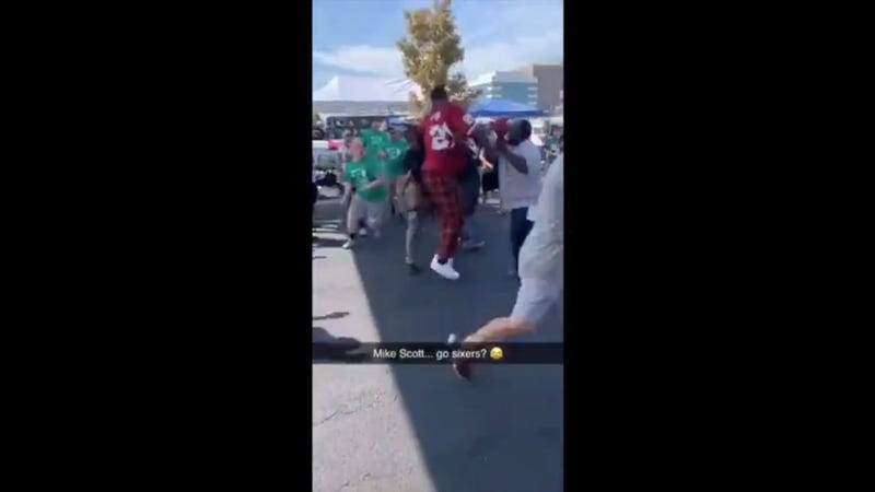 Illustration for article titled Sixers' Mike Scott Wears Washington Jersey To Eagles Tailgate, Gets Into Fight With Fans [Updates]