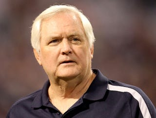 Illustration for article titled Wade Phillips Pumps Self Up Before Game By Listening To 'Where Is Thumbkin?'